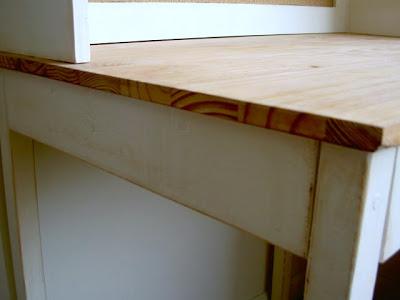 simple desk top using premade 2' x 4' pine panel