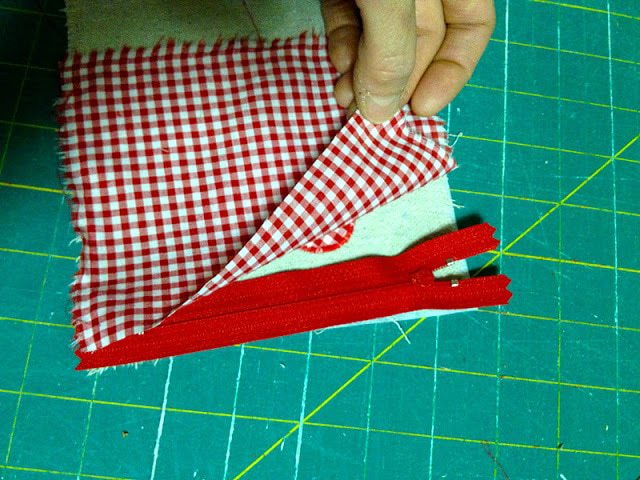 place zipper between canvas and lining