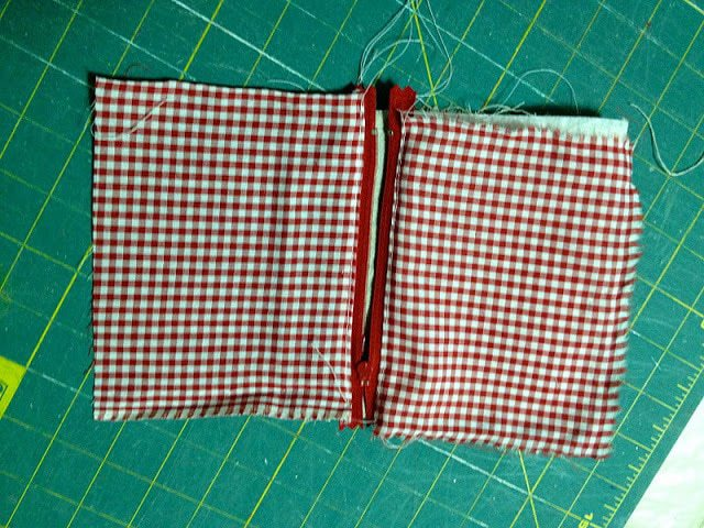 sewing zipper into canvas pouch
