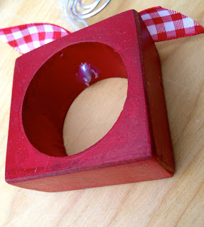 napkin ring with wire placecard holder glued