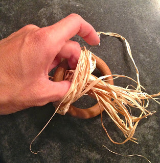 how to tie raffia bunch