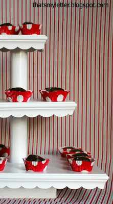 pretty scalloped cupcake stand