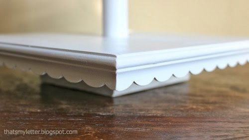 scalloped edge detail on stand