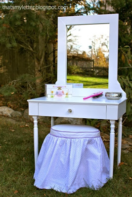 kids play vanity with stool and mirror