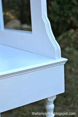 edge detail on play vanity
