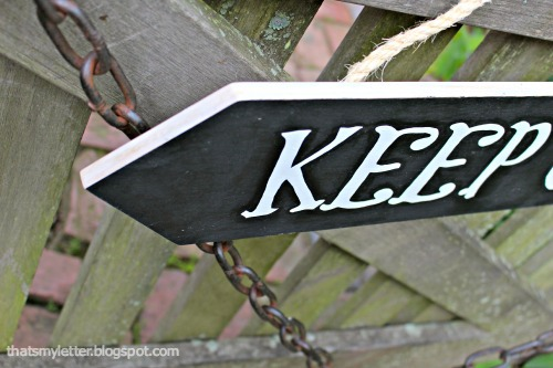 directional sign on gate