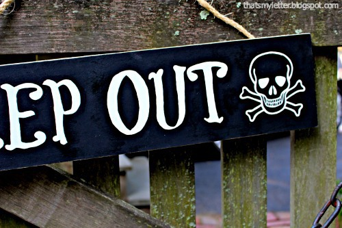 handpainted keep out detail