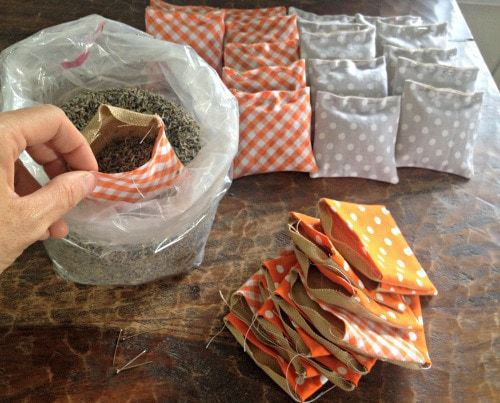 filling fabric sachets with loose lavender