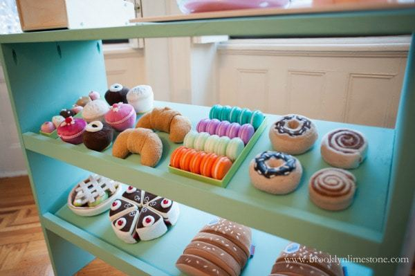 kids play patisserie with play food