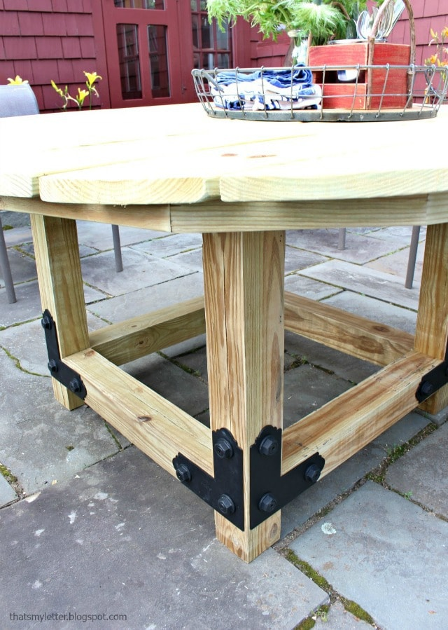 Sensational Diy Round Outdoor Dining Table With Outdoor Accents Jaime Interior Design Ideas Inesswwsoteloinfo