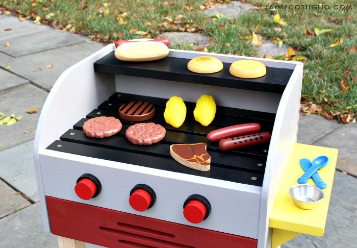 kids play grill with play food