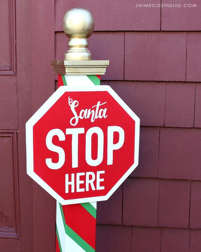 santa stop here sign detail