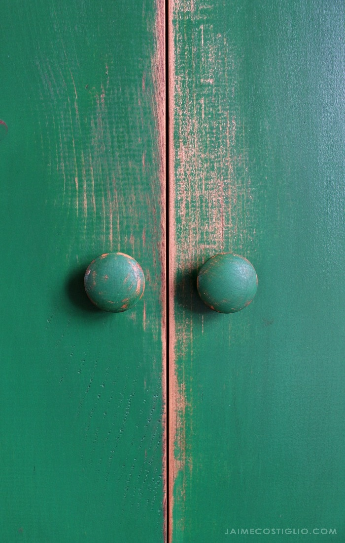 distressed cupboard door knob detail