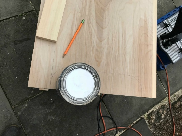 paint can as template for curved cuts