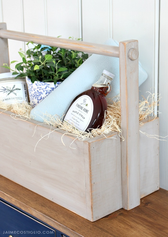cozy wood gift basket detail