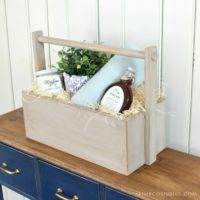 cozy wood gift basket feature