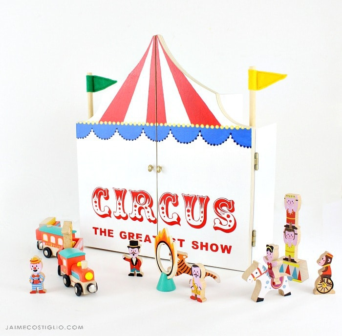 play circus with figures