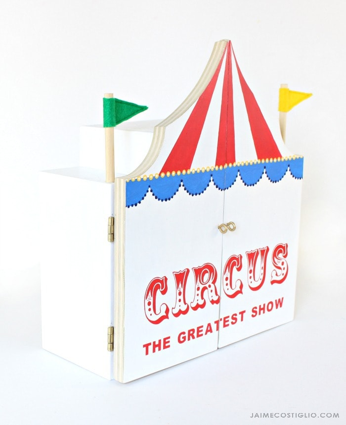 play circus side view