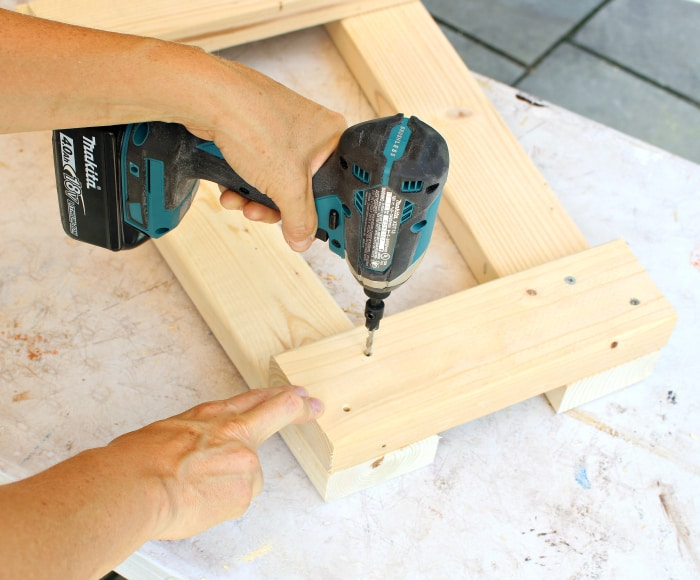 Makita impact driver predrilling for screws