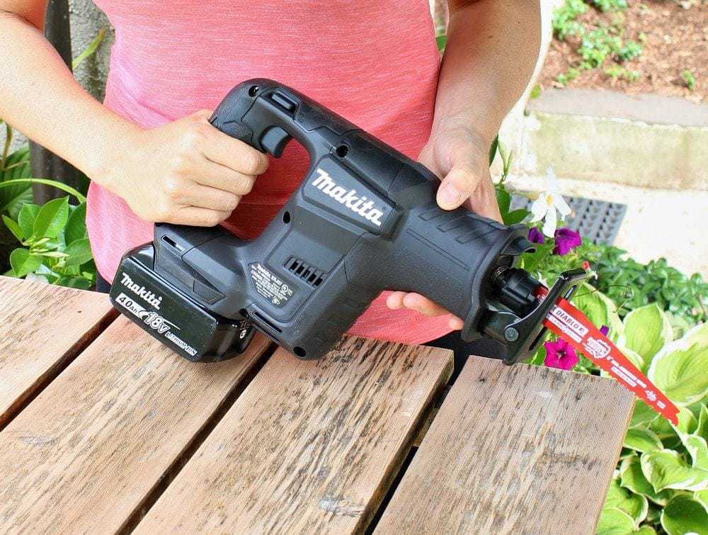 Makita subcompact recip saw in hands