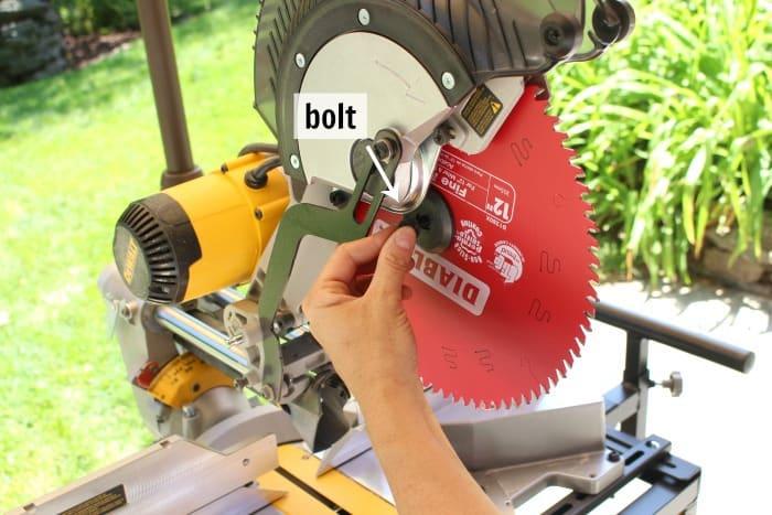 dewalt miter saw installing new diablo blade