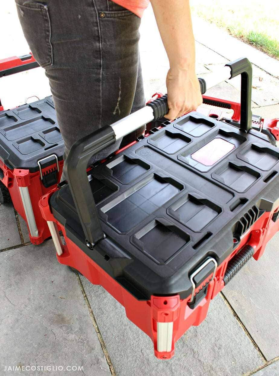 milwaukee-packout-boxes-medium-box-carrying-handle