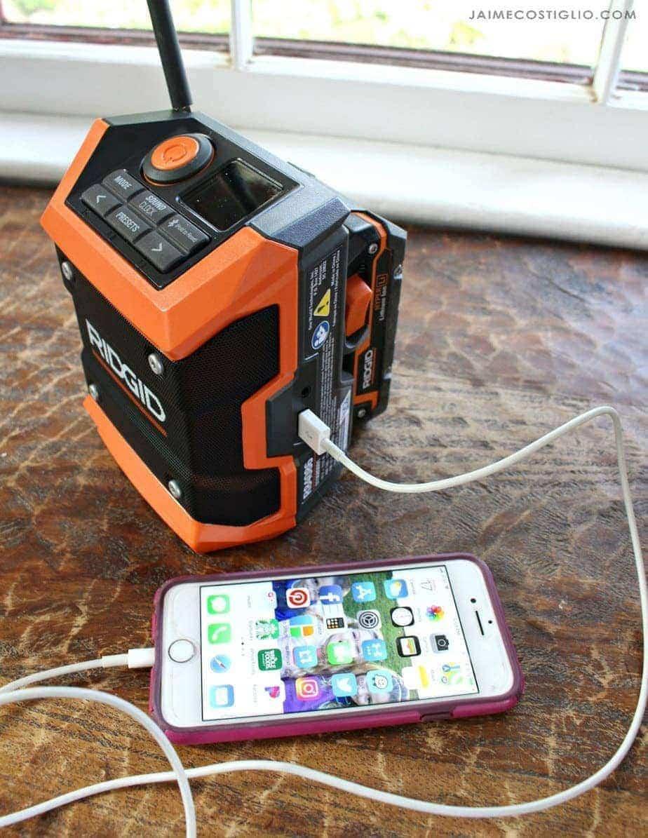 ridgid-compact-radio-usb-charging