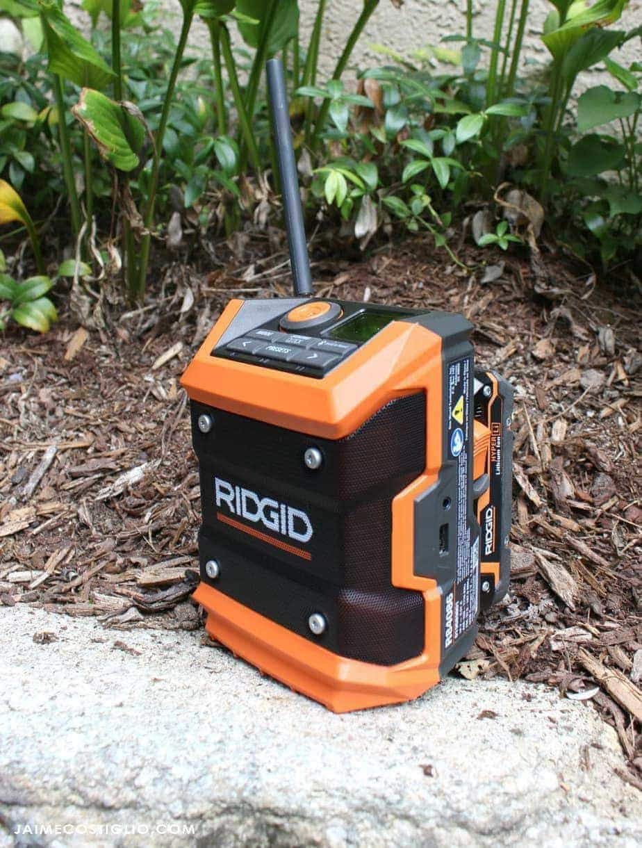 ridgid-compact-radio-with-battery