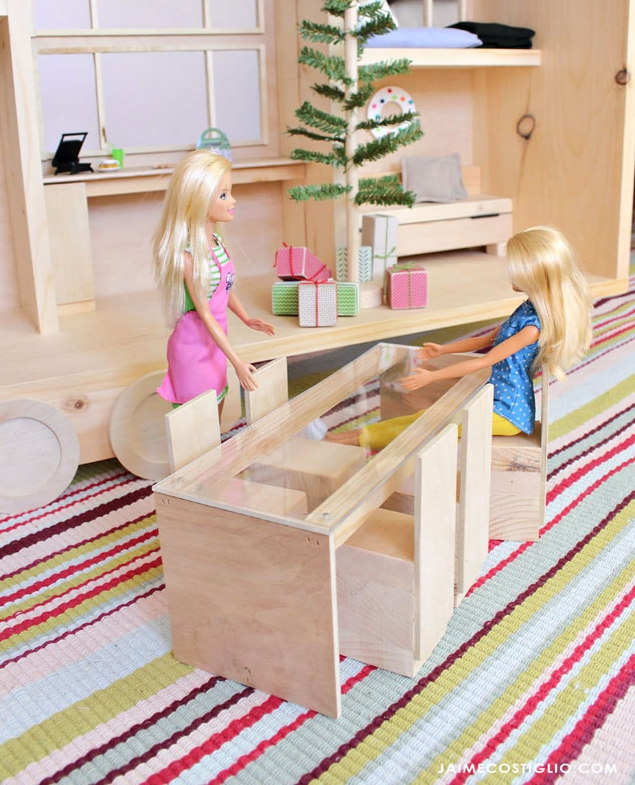 barbie tiny house dining table and chairs