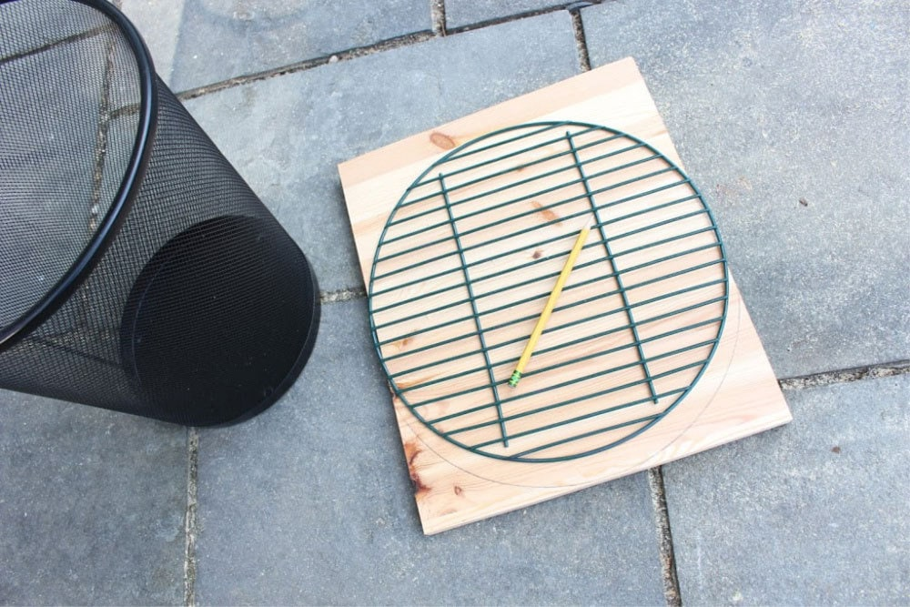 tracing curved grill grate for basketball hoop trash can