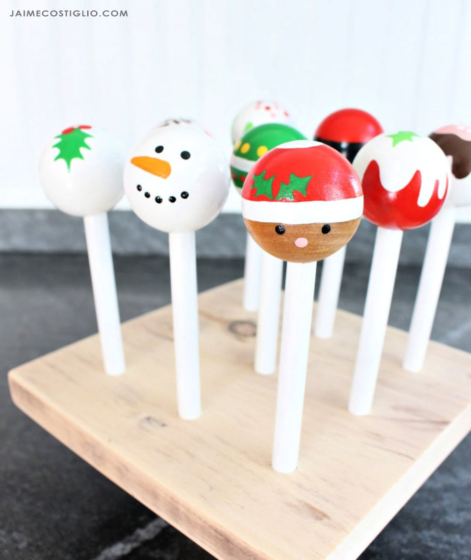 christmas themed cake pops