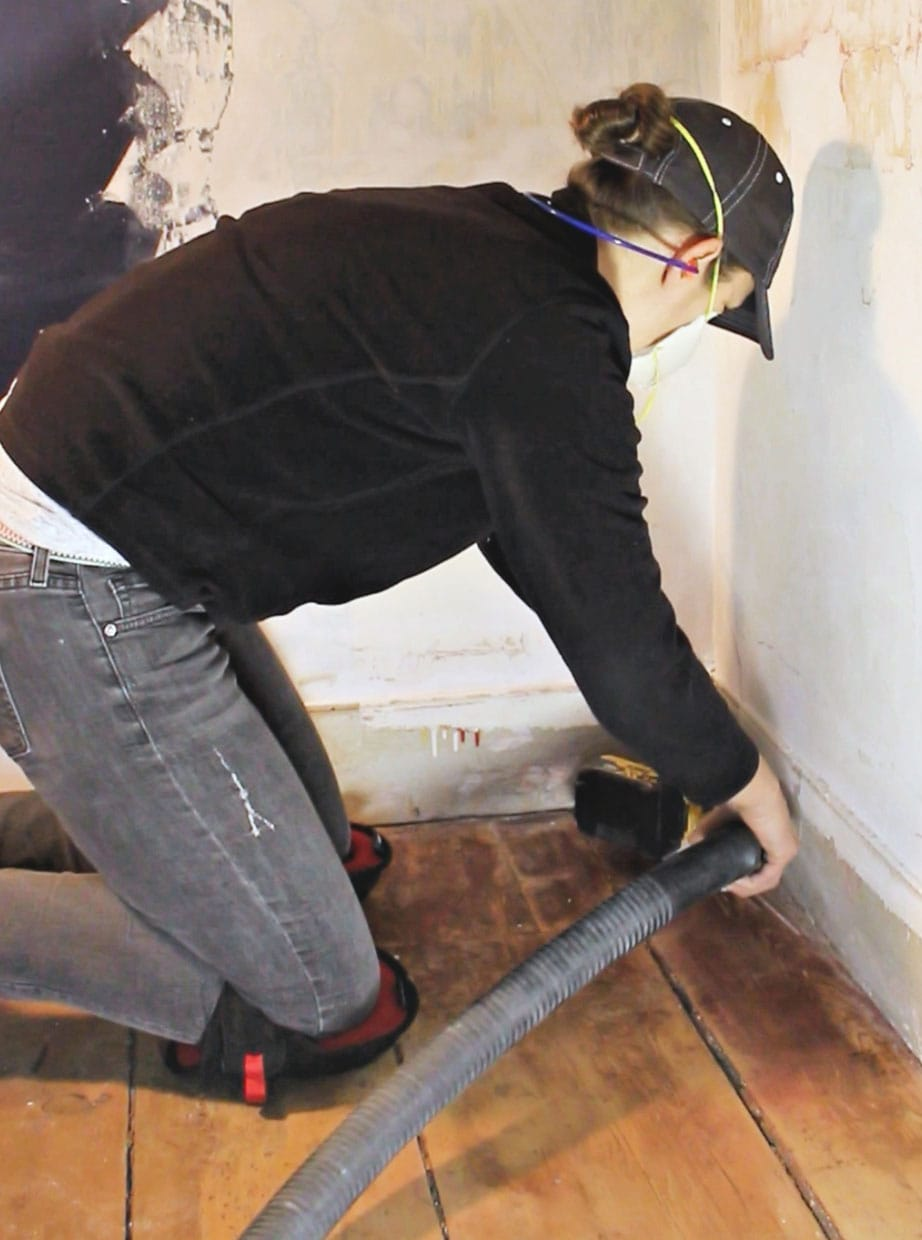 sanding floor wearing knee pads