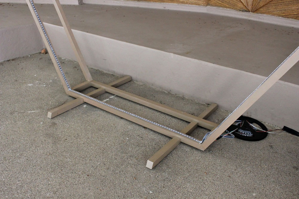 hexagon frame with support feet