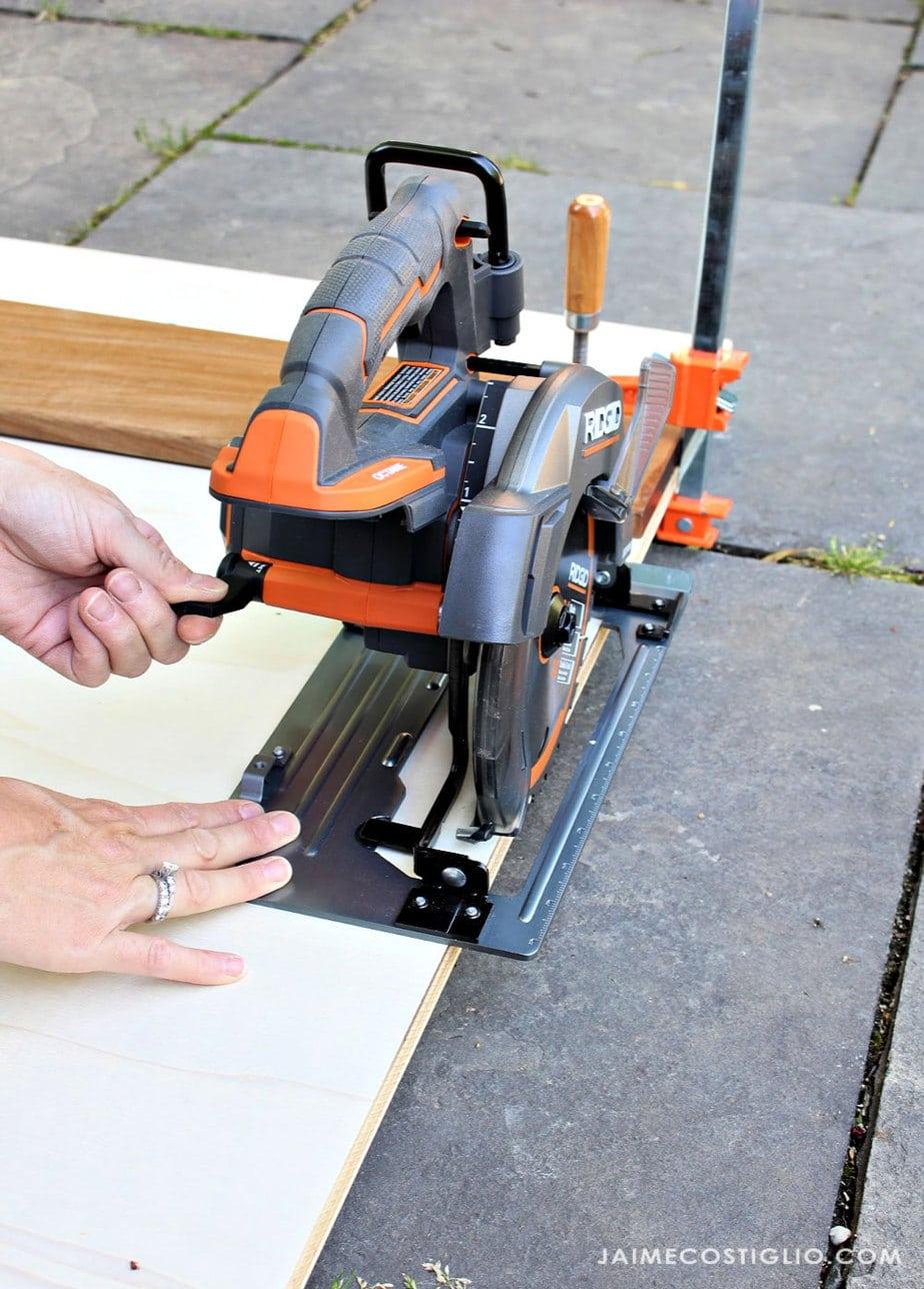easy height adjustment on ridgid circular saw