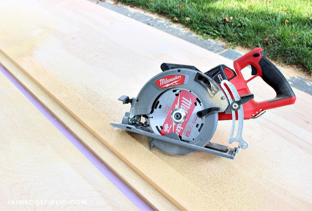 rear handle circular saw cuts plywood