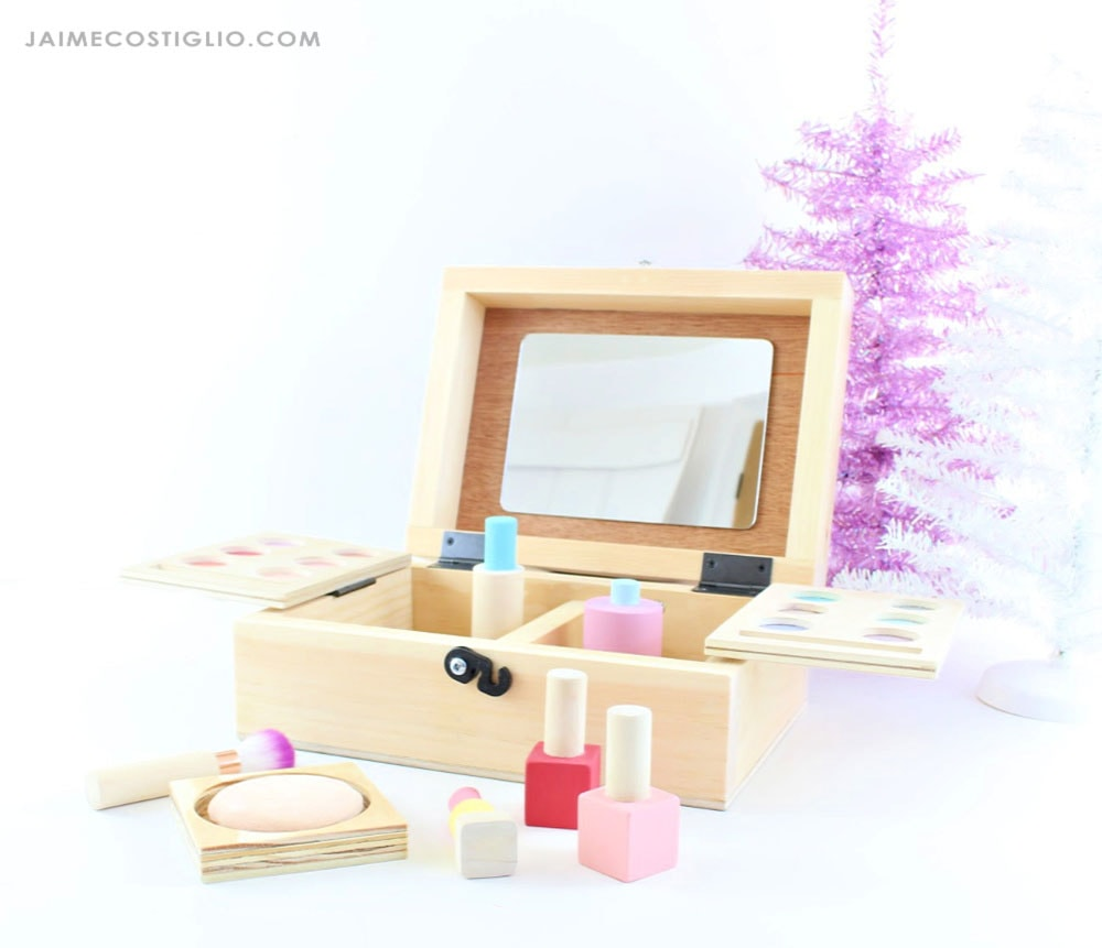 make up box with storage and mirror