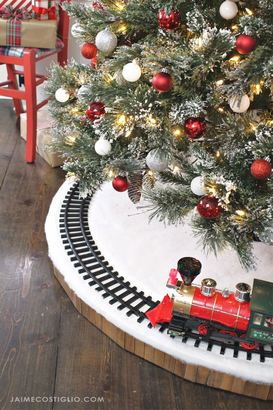 diy train track tree skirt