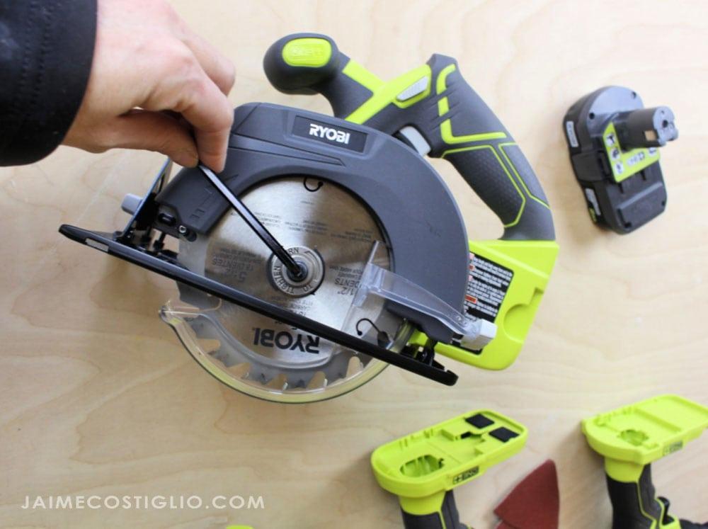 installing blade on circular saw