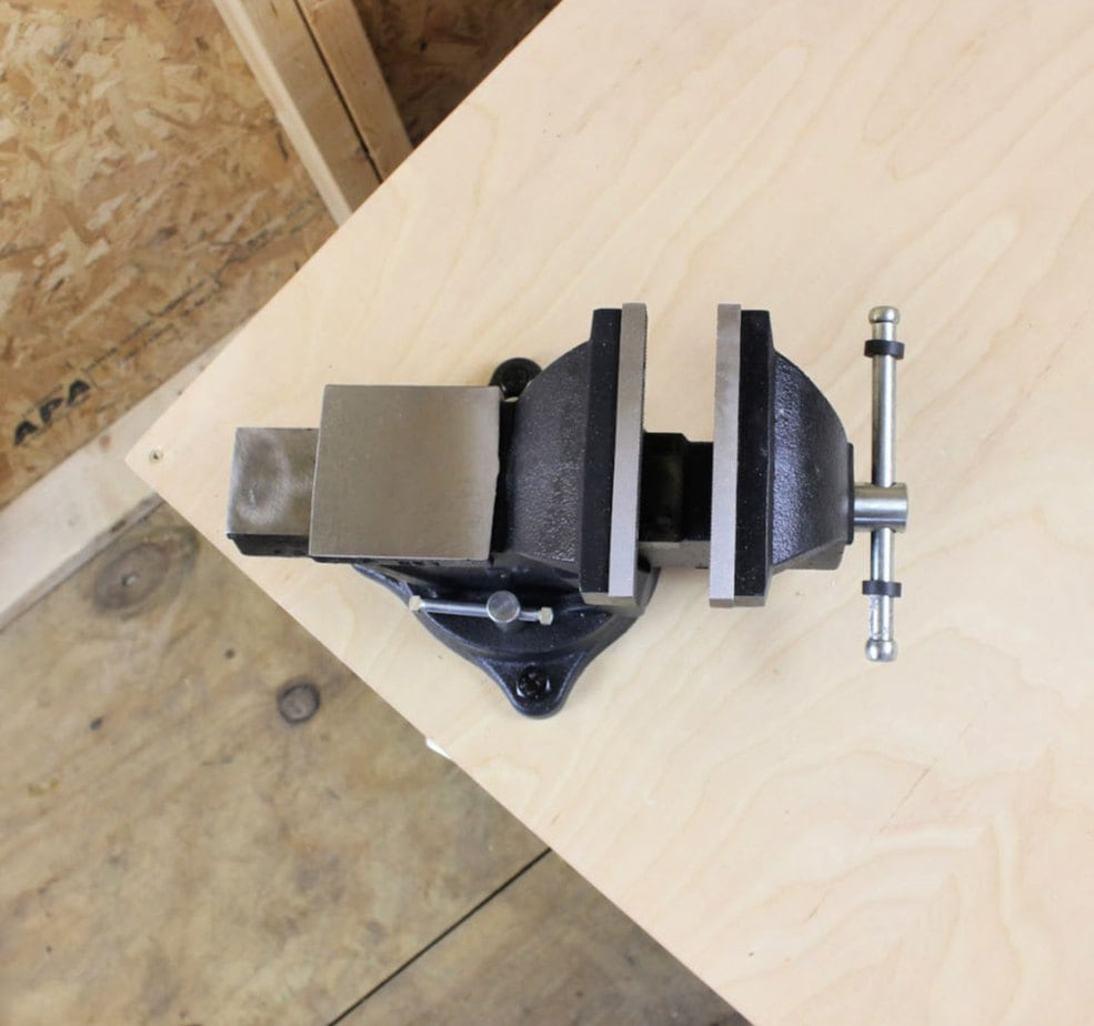 bench vise open