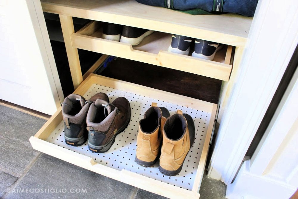 boots on pull out tray