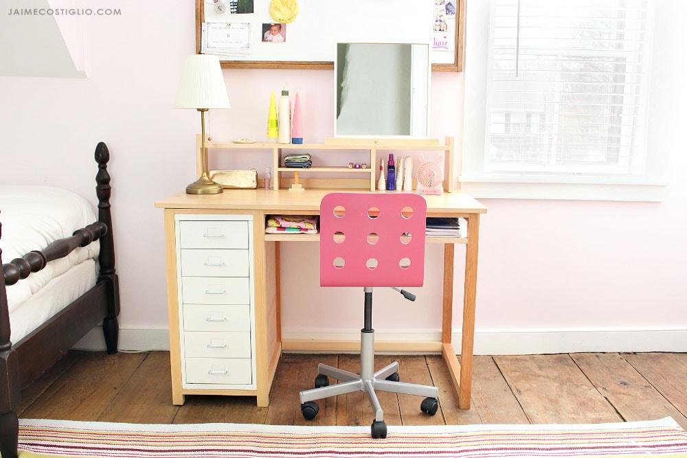 teen desk set up