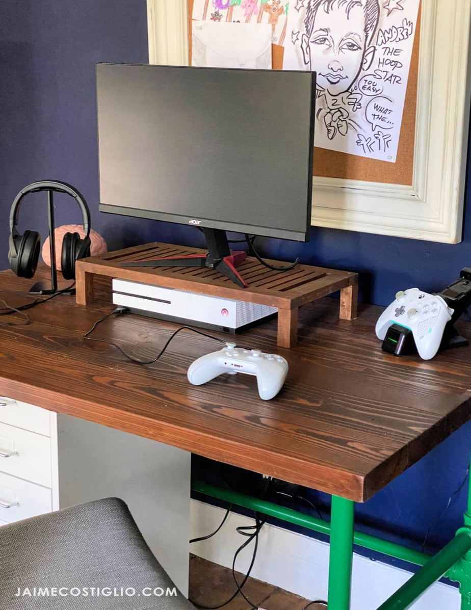 teen boy gaming desk