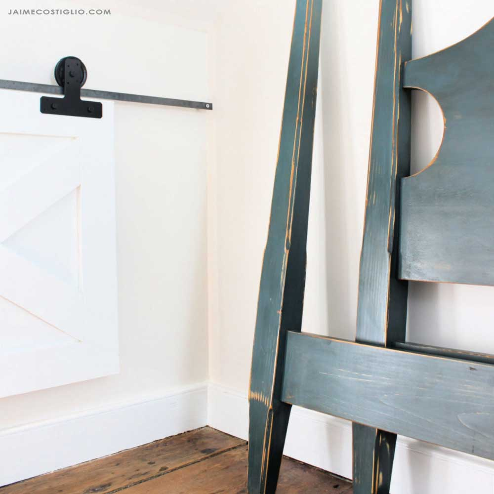 paint walls with primitive bed