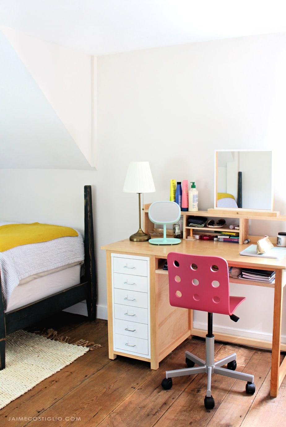 girls bedroom with desk