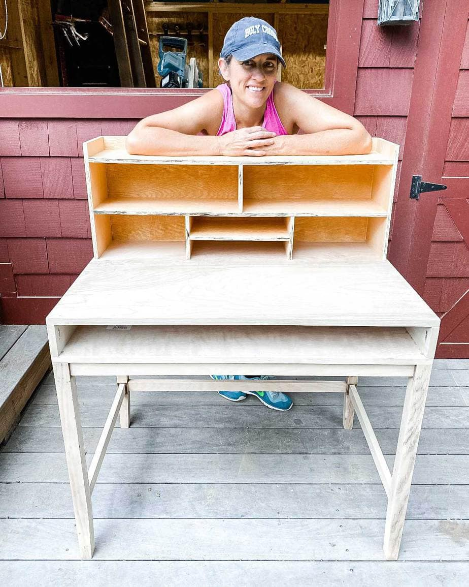 jaime Costiglio builds a desk