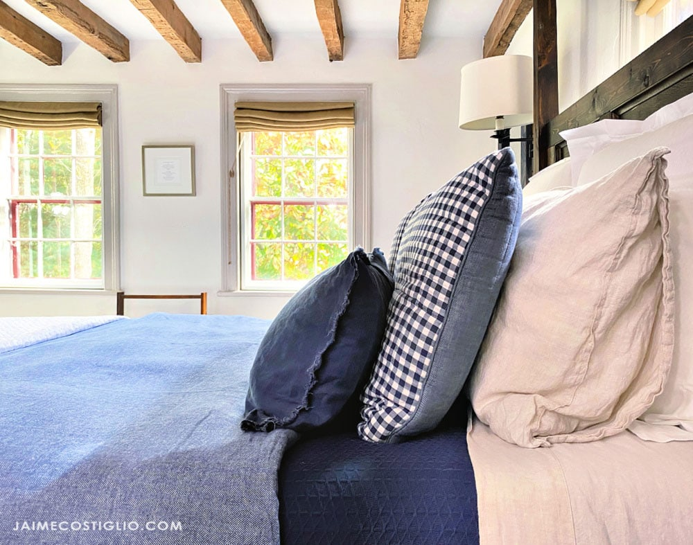 primitive farmhouse bedroom