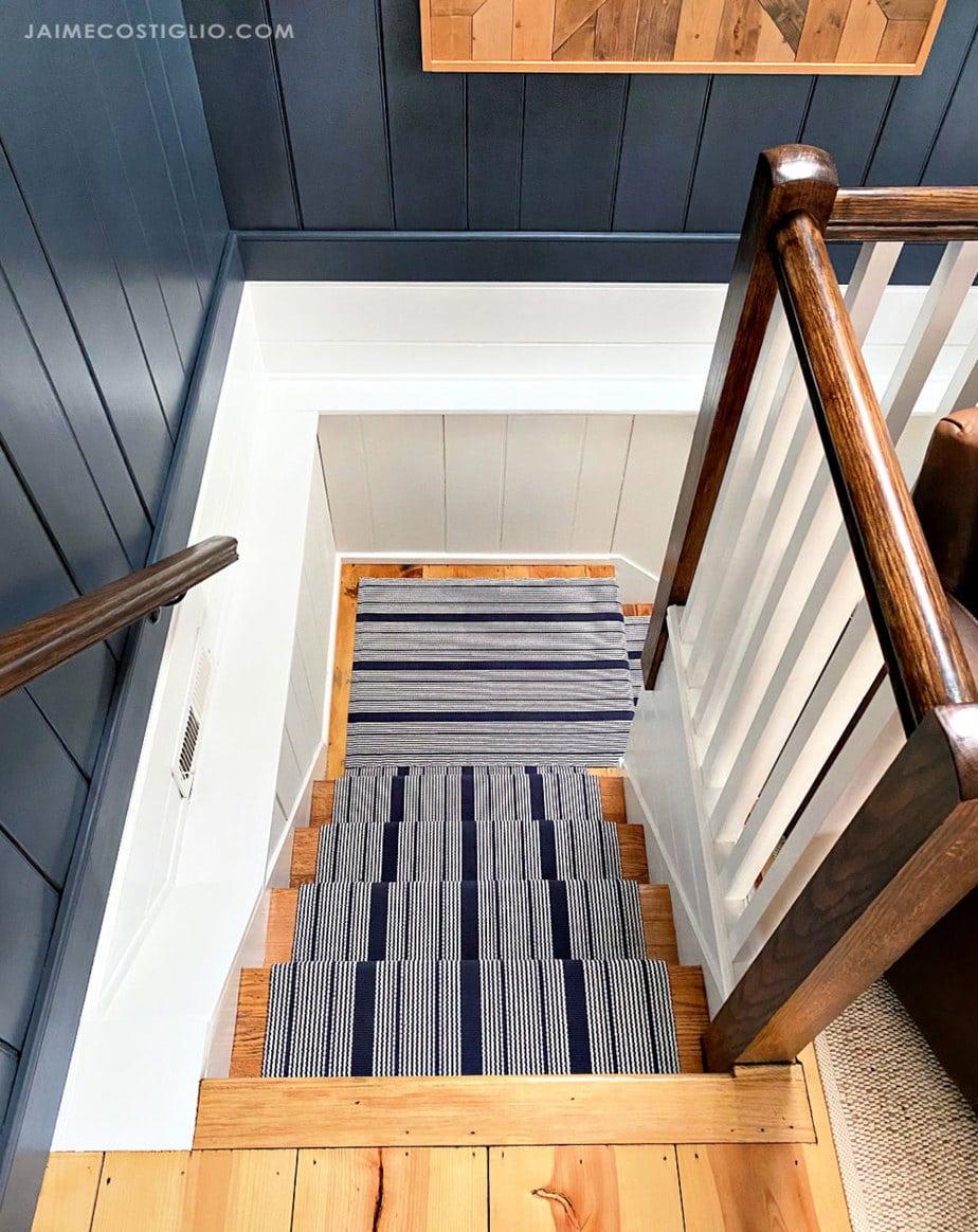 split stair case with runner